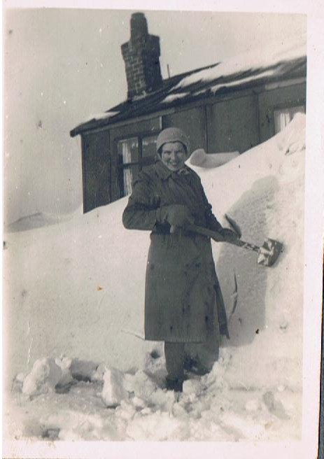 mom snow 001